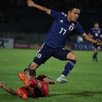 <サッカーW杯2次予選 ミャンマー・日本>後半、ドリブル突破を見せる久保=スポニチ提供