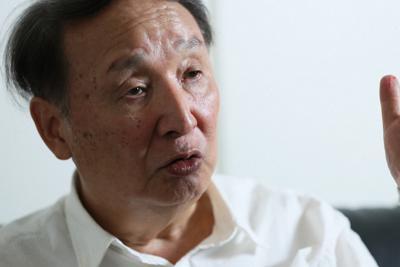 今後の世界経済について語る金子勝・立教大特任教授=東京都豊島区で、吉田航太撮影