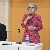 新施設への期待を語る角野栄子さん(右)と斉藤猛区長=江戸川区松島1で