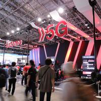 「東京ゲームショウ」で、NTTドコモのブースでは次世代通信規格の「5G」を使ったゲームが展示されていた=千葉市美浜区の幕張メッセで2019年9月12日、宮武祐希撮影