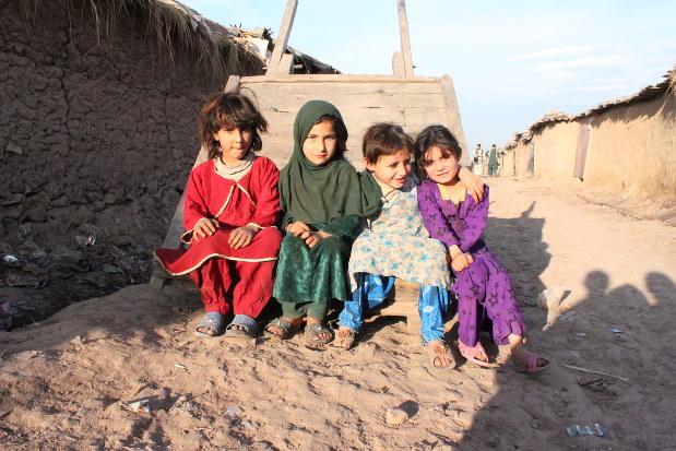 イスラマバード郊外にあるアフガン難民キャンプの子供達。1979年のソ連侵攻後に逃げ出した難民は、3世代目に入った。=会川晴之撮影、2014年3月7日