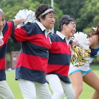 ラグビーW杯に向けて練習するチアダンスチーム「チームミラボ」のメンバー=埼玉県熊谷市で2019年9月1日、長谷川直亮撮影