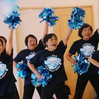ラグビーW杯に向けて練習するチアダンスチーム「チームミラボ」のメンバー=埼玉県熊谷市で2019年8月26日,長谷川直亮撮影