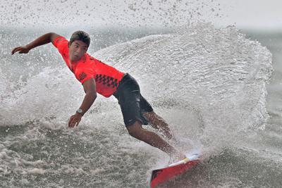 男子5回戦で、波を捉える五十嵐カノア=宮崎市で2019年9月13日、徳野仁子撮影