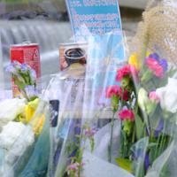児童らが亡くなった現場には多数の花束が手向けられ、遺族が記したとみられる感謝のメッセージも=大阪府高槻市で2019年9月13日午後3時12分、土田暁彦撮影