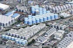 福島第1原発の敷地内に建ち並ぶ汚染水タンク群