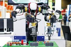 ロボットのAIや5G通信などの革新技術に大きな予算を投入する(Bloomberg)