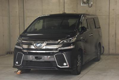 容疑者が乗り捨てた黒のワゴン車=愛知県警豊田署で2019年9月14日午前6時50分、高井瞳撮影