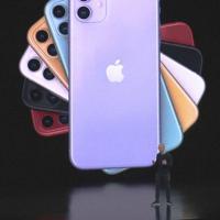 アップルのアイフォーン新機種「11(イレブン)」を発表するティム・クック最高経営責任者(CEO)=米カリフォルニア州のアップル本社で2019年9月10日、中井正裕撮影