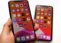 iPhone 11プロマックス(左)とiPhone 11
