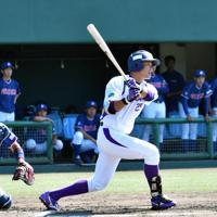 【東海代表】ヤマハ(2大会ぶり25回目)写真は右翼線に適時二塁打を放つヤマハの4番・前野