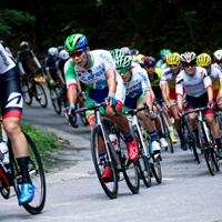 メイン集団はチームブリヂストンサイクリングとマトリックスパワータグがコントロール=JBCF提供