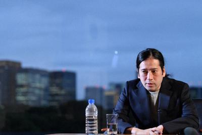 小説『人間』連載開始時、インタビューに答える又吉直樹さん=毎日新聞東京本社で、宮間俊樹撮影