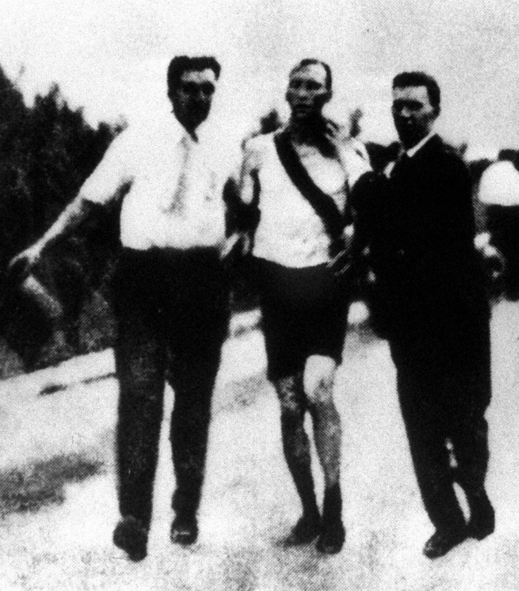 オリパラこぼれ話:陸上競技の花形種目 男子マラソンで珍事続出 - 毎日新聞