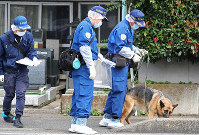Investigators examine an area near the apartment complex where the body of Ryosuke Shindo was discovered, in Saitama's Minuma Ward on the morning of Sept. 18, 2019. (Mainichi/Junichi Sasaki)