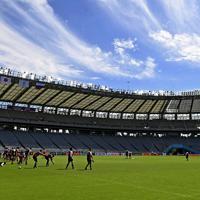 ロシア戦の前日練習に臨む日本代表の選手たち=東京・味の素スタジアムで2019年9月19日午前10時39分、藤井達也撮影