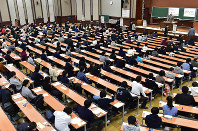In this Jan. 19, 2019 file photo, university hopefuls wait to start the National Center Test for University Admissions at an exam site on the University of Tokyo campus in Bunkyo Ward, Tokyo. (Mainichi/Kimi Takeuchi)