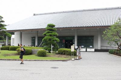 皇室ゆかりの多彩な品を保管、公開している三の丸尚蔵館=東京都千代田区で