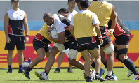 Members of the Japanese national rugby team practice at Tokyo Stadium (Ajinomoto Stadium) on Sept. 19, 2019, the day before the opener for the World Cup. Key player Michael Leitch is seen in the center. (Mainichi/Tatsuya Fujii)