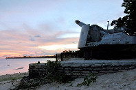 The ruins of an 8-inch cannon abandoned by the former Japanese military during the World War II are seen in Tarawa, Kiribati, in May 2012. (Kyodo)
