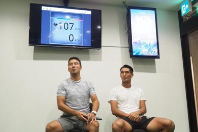 高地トレーニングスタジオ『ハイアルチ』のアンバサダーに就任した浦和の槙野智章(右)とプログラム開発者の新田幸一氏(左)