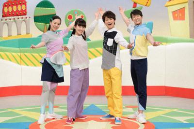 「おかあさんといっしょ」の現在の出演者。(左から)秋元杏月、歌のお姉さんの小野あつこ、歌のお兄さんの花田ゆういちろう、福尾誠=NHK提供