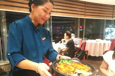 天福苑のメロ料理。値段は張るが、人気メニューだという=中国江蘇省無錫で2019年8月21日、赤間清広撮影