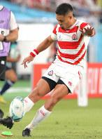 Japan's Yu Tamura attempts a conversion in the first half of the opener of the Rugby World Cup against Russia at Tokyo Stadium (Ajinomoto Stadium) on Sept. 20, 2019. (Mainichi/Yuki Miyatake)
