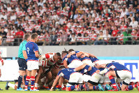 The Japanese and Russian players prepare to engage in a scrum in the first half of the opener of the Rugby World Cup at Tokyo Stadium (Ajinomoto Stadium) on Sept. 20, 2019. (Mainichi/Yuki Miyatake)