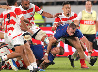 Japanese players block Russia's offensive play in the second half of the opener of the Rugby World Cup at Tokyo Stadium (Ajinomoto Stadium) on Sept. 20, 2019. (Mainichi/Yuki Miyatake)