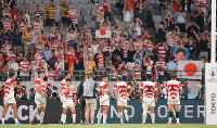 The Japanese players acknowledge fans after defeating Russia in the opener of the Rugby World Cup at Tokyo Stadium (Ajinomoto Stadium) on Sept. 20, 2019. (Mainichi/Yuki Miyatake)