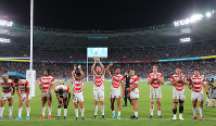 The Japanese players react to fans in the stand after beating Russia in the opener of the Rugby World Cup at Tokyo Stadium (Ajinomoto Stadium) on Sept. 20, 2019. (Mainichi/Naoaki Hasegawa)