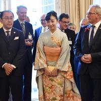 日本・オーストリア外交樹立150周年を記念するレセプションに参加される佳子さま(中央)=ウィーンで2019年9月17日午後6時28分、三木幸治撮影