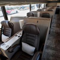 西日本鉄道が公開した最高級ツアー用観光バスの内部。本革のシートがゆったりと2列で並ぶ=福岡市中央区で2019年9月19日午前9時44分、津村豊和撮影