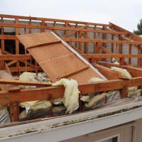突風で屋根が飛ばされた民家=宮崎県延岡市日の出町で2019年9月22日午前10時32分、勝野昭龍撮影