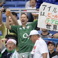【アイルランド-スコットランド】試合を前に盛り上がる観客たち=横浜・日産スタジアムで2019年9月22日、藤井達也撮影