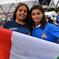 スタジアムを訪れたイタリアサポーター=東大阪市花園ラグビー場で2019年9月22日午後1時29分、猪飼健史撮影