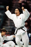 1996 Atlanta Olympics -- Japan's Yuko Emoto, winner of the gold medal in the 61-kilogram division in the women's judo, celebrates her victory. She defeated Gella Vandecaveye of Belgium, who was a world champion, after beating the gold and silver medalists of the previous games. (Mainichi/Kikuya Katayama)