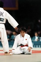 1996 Atlanta Olympics -- Japan's Ryoko Tamura, who failed to win the gold medal in the 48-kilogram division of the women's judo and settled for her second consecutive silver medal, is seen. Her loss in the final brought an end to her 84-bout winning streak that she had achieved after being defeated in the final at the 1992 Barcelona Games. (Mainichi/Kikuya Katayama)