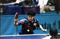 1996 Atlanta Olympics -- Japan's Chire Koyama, who was defeated by Qiao Hong of China in the quarterfinal in the women's table tennis, is seen. (Mainichi/Kyoji Yamashita)