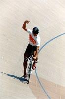 1996 Atlanta Olympics -- Japan's Takanobu Jumonji competes to take the bronze medal in the 1,000-meter time trial in the men's cycling. (Mainichi/Jun Sekiguchi)