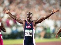 1996 Atlanta Olympics -- Michael Johnson of the United States raises his arms in celebration. He won the gold medal in the 200 meters in the men's athletics, setting a new world record with a time of 19.32 seconds, which was 0.34 seconds faster than the previous record. He also won the 400 meters. (Mainichi/Yukihisa Hirano)