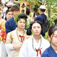 時代装束をまとい、行列に出発する女性たち=京都市東山区で2019年9月23日午後1時58分、川平愛撮影