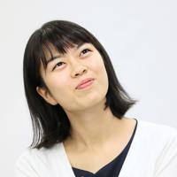 会見中、笑顔を見せる上野愛咲美女流棋聖=東京都千代田区で2019年9月23日、吉田航太撮影