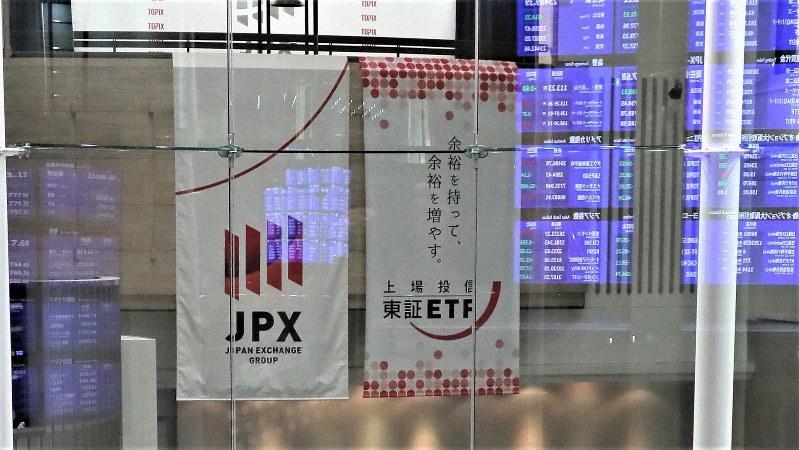 東京証券取引所内で2018年10月9日、和田大典撮影