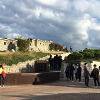 比較的低地にある駱山区間は訪れる人も多く、ドラマなどの撮影にも使われる=ソウル市で2018年10月18日、大澤重人撮影