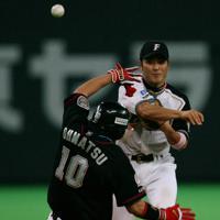 田中賢介(日本ハム)38歳/巧打と堅守の二塁手としてベストナインに6度、ゴールデングラブ賞に5度輝いた=札幌ドームで2007年10月16日、内藤絵美撮影