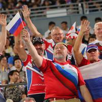【ロシア―サモア】スタンドで盛り上がるロシアのファン=埼玉・熊谷ラグビー場で2019年9月24日、長谷川直亮撮影