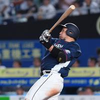 【ロッテ-西武】三回表西武無死一塁、山川が左越えに2点本塁打を放つ=千葉・ZOZOマリンスタジアムで2019年9月24日、北山夏帆撮影