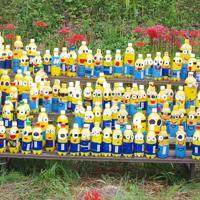 園児が作った約100体のペットボトルかかし
